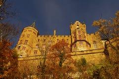 Castillo de Hohenzollern en suabio durante otoño Foto de archivo libre de regalías
