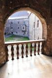 Castillo de Hunedoara: opinión del patio de un balcón Foto de archivo libre de regalías