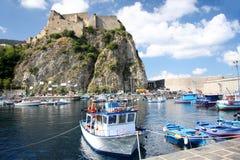 Castillo de Italy.Scilla con el puerto, Calabria Fotografía de archivo libre de regalías