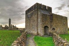 Castillo de Kilmacduagh Imagen de archivo libre de regalías