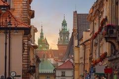 Castillo de Kraków - de Wawel en tiempo de la puesta del sol en zonas urbanas Foto de archivo libre de regalías