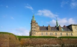 Castillo de Kronborg y las paredes protectoras alrededor de él foto de archivo