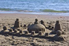 Castillo de la arena en una playa en Italia imagen de archivo libre de regalías