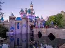 Castillo de la bella durmiente en Disneyland California Foto de archivo