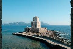 Castillo de la fortaleza en una isla imagenes de archivo