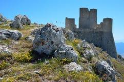 Castillo de la montaña de Calascio Imagen de archivo libre de regalías