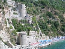 Castillo de la playa, costa de Amalfi Imagenes de archivo