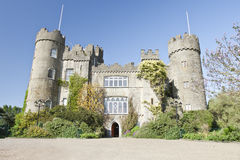 Castillo de Malahide en Dublín, Irlanda. Fotos de archivo