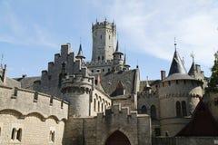 Castillo de Marienburg y sus torres en Alemania fotografía de archivo libre de regalías