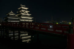 Castillo de Matsumoto en la noche en invierno japón Fotografía de archivo
