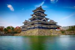 Castillo de Matsumoto y cielo azul Imagen de archivo