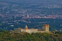 Castillo de Medvedgrad y Zagreb de capital croata fotografía de archivo