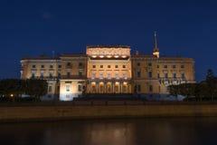 Castillo de Mikhailovsky, ciudad de la noche Imágenes de archivo libres de regalías