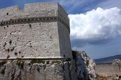 Castillo de Monte Sant'Angelo, Italia del sur Foto de archivo libre de regalías