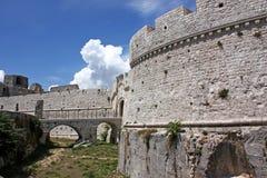 Castillo de Monte Sant'Angelo, Italia del sur Imágenes de archivo libres de regalías