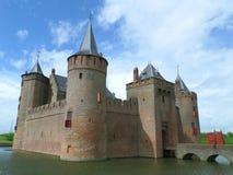 Castillo de Muiden o de Muiderslot en holandés, castillo medieval imponente en Países Bajos foto de archivo libre de regalías