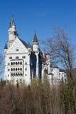 Castillo de Neuschwanstein en primavera Imágenes de archivo libres de regalías