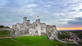 Castillo de Ogrodzieniec - castillo medieval arruinado en la región polaca del Jura almacen de video