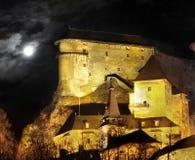 Castillo de Orava - escena de la noche foto de archivo