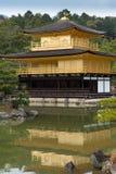 Castillo de oro de la pagoda en Kyoto Imagen de archivo libre de regalías