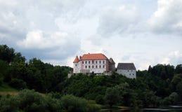 Castillo de Ozalj, Croacia fotos de archivo