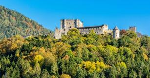 Castillo de Pergine situado en Vasugana en Pergine Valsugana Italia fotos de archivo
