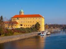 Castillo de Podebrady en el río Labe, República Checa imagen de archivo