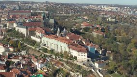 Castillo de Praga aéreo del abejón de Praga almacen de metraje de vídeo