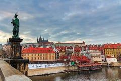 Castillo de Praga (Checo: El hrad de Prazsky) es un complejo del castillo en Praga, República Checa Fotografía de archivo libre de regalías