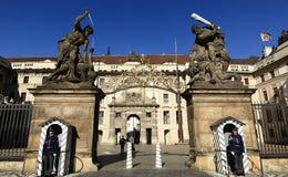 Castillo de Praga (Checo: El hrad del ½ del skà del ¾ de PraÅ) es un complejo del castillo en Praga, República Checa Imagenes de archivo