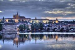 Castillo de Praga con el río de Moldava Fotografía de archivo