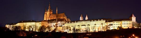 Castillo de Praga en la noche Imágenes de archivo libres de regalías