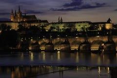 Castillo de Praga en la oscuridad Fotos de archivo libres de regalías