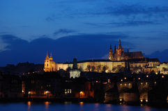 Castillo de Praga en la puesta del sol Imagenes de archivo