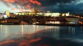 Castillo de Praga en la salida del sol - lapso de tiempo almacen de video