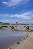 Castillo de Praga, puente y río de Moldava Imagenes de archivo