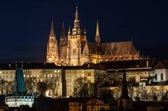 Castillo de Praga sobre el río de Vltava Imágenes de archivo libres de regalías
