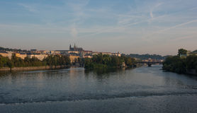 Castillo de Praga - visión sobre el río Moldava Imágenes de archivo libres de regalías