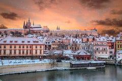 Castillo de Praga y ciudad vieja en el invierno, República Checa fotos de archivo libres de regalías