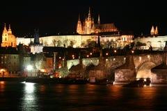 Castillo de Praga y el puente de Charles Imagen de archivo