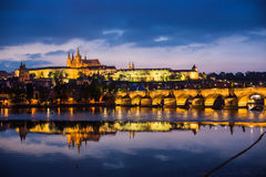 Castillo de Praga y puente de Charles Foto de archivo