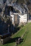 Castillo de Predjama Foto de archivo