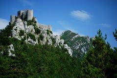 Castillo de Puilaurens en el sur de Francia imagenes de archivo