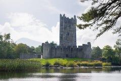 Castillo de Ross en los lagos de Killarney Imagenes de archivo