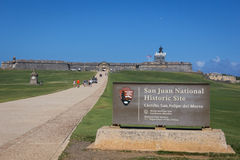 CASTILLO DE SAN FELIPE DEL MORRO, PORTO RICO, ETATS-UNIS - 16 FÉVRIER 2015 : Vue de face avec le signe de San Juan National Histo Photos stock