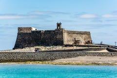 Castillo de SAN Gabriel - Άγιος Gabriel Castle Arrecife και πυροβόλα μπροστά από το Στοκ Εικόνες