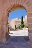Castillo de Santa Barbara a través del arco Imagenes de archivo