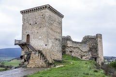 Castillo de Santa Gadea del Cid con un cielo oscuro en Burgos Imágenes de archivo libres de regalías