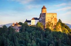 Castillo de Stara Lubovna en señal de Eslovaquia, Europa foto de archivo