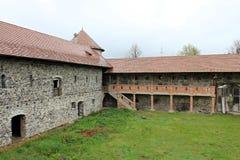 Castillo de Sukosd-Bethlen en Racos, Transilvania (paredes) imagenes de archivo